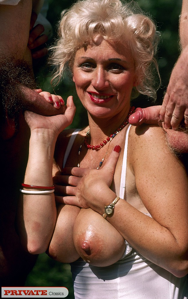 naked hippie girls pussy